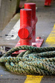 Red mooring post and rope — Stock Photo