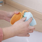 Hand with a sponge cleaning cups — Stock Photo