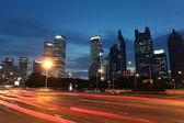 Městské auto světlé stezky — Stock fotografie