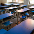 Empty classroom with chairs, desks and chalkboard. — Foto Stock