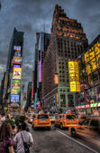 Taxi-warteschlange am times square — Stockfoto