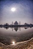 Taj mahal desde el río yamuna — Foto de Stock