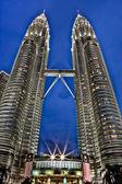 Petronas towers op nacht - kuala lumpur, maleisië — Stockfoto