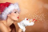 Chica rubia y navidad con nieve — Foto de Stock