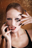 The girl's face with long fingers — Stockfoto