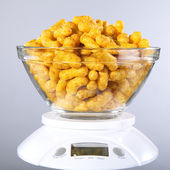 Weigh of peanut flips — Stock Photo