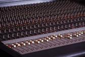 Bu karıştırıcı melodik müzik karıştırmak için kullanılır — Stok fotoğraf