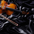 Violin on the bed — Stockfoto