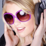 Woman with headphones — Stock Photo #28517623