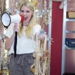 Saleswoman shouts in a megaphone — Stock fotografie