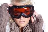 женщина в изолированных лыжные очки — Стоковое фото