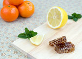 Plástev, citron, máta peprná a mandarinky — Stock fotografie