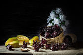 Basket of Star fruit and roselle — Stock Photo