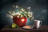 Still life flower basket — Stockfoto