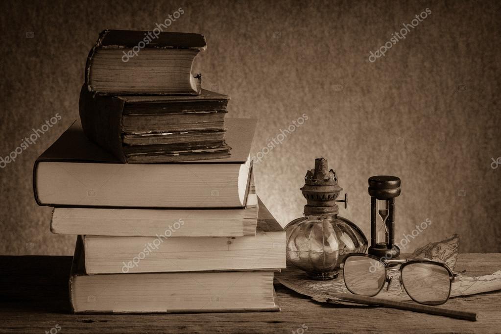 Libros antiguos bodegones foto de stock 40303135 - Libros antiguos valor ...