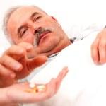 Sick man taking pills — Stock Photo