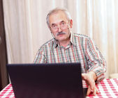 Old man using technology — Stock Photo