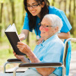 Nurse and Patient Reading — Foto de Stock