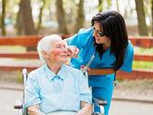 Opieka pielęgniarki — Zdjęcie stockowe