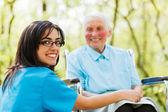 Vriendelijk lachende verpleegster — Stockfoto