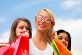 Girl With Her Friends After Shopping — Stock Photo