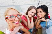 As mulheres adoram fazer compras — Fotografia Stock