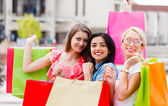 Shopping con ragazze — Foto Stock