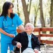 Senior Patient Talking With Kind Nurse — Stockfoto