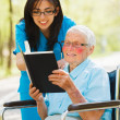 Elderly Lady in Wheelchair Reading — Stockfoto