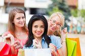幸福的女人爱一起购物 — 图库照片
