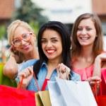 alışveriş dışarı güzel kızlar — Stok fotoğraf