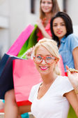 Blond Girl with Friends Shopping — Stock Photo