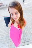девушка пошел шоппинг — Стоковое фото