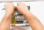 Man Mounting Electric Fuse — Foto Stock
