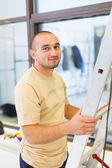 電気技師の笑みを浮かべて男 — ストック写真
