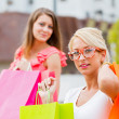 flickor shopping — Stockfoto #35527635