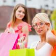kızlarla alışveriş — Stok fotoğraf