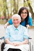 Enfermeira gentil e idosa — Fotografia Stock