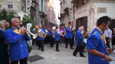 Martina Franca marching band on the Assumption day — Stock Video
