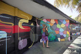 Graffiti and tourist in Miami Design District — Stock Photo