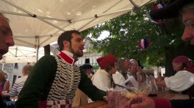 Courtiers, soldiers and common of the French Revolution — Stock Video