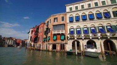 Beautiful Venetian palaces along the Grand Canal — Stock Video