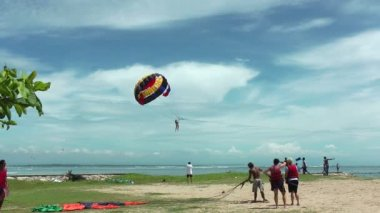 Parasailing on Bali beach — Stock Video