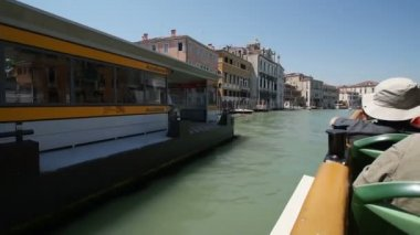Navigating along the Grand Canal, Venice, Italy — Stock Video