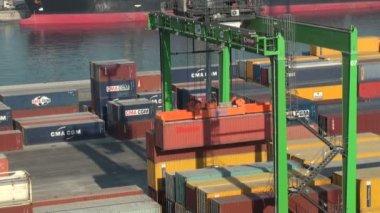 Casablanca harbor, Morocco: containers handling — Vídeo de stock