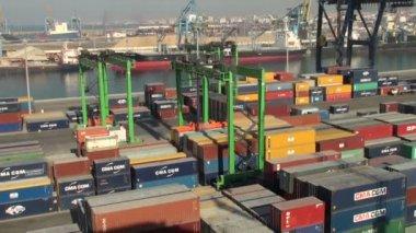 Casablanca harbor, Morocco: containers handling — Stock Video