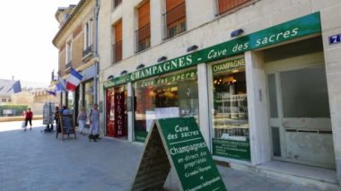 The world of champagne; Champagne for sale in Reims, France — Stock Video