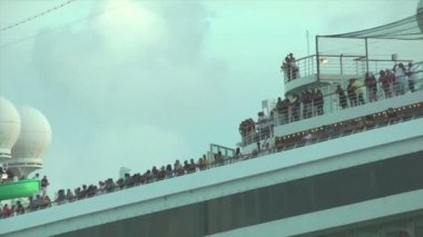 Crowded deck of a cruise ship — Stock Video