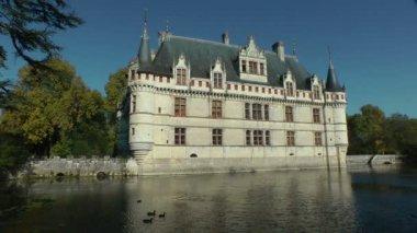Романтический французский замок — Стоковое видео