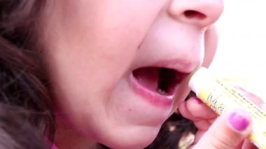 A little girl using mummy's lipstick — Stock Video